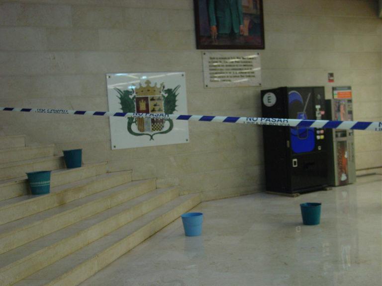 El Ayuntamiento «hace aguas»