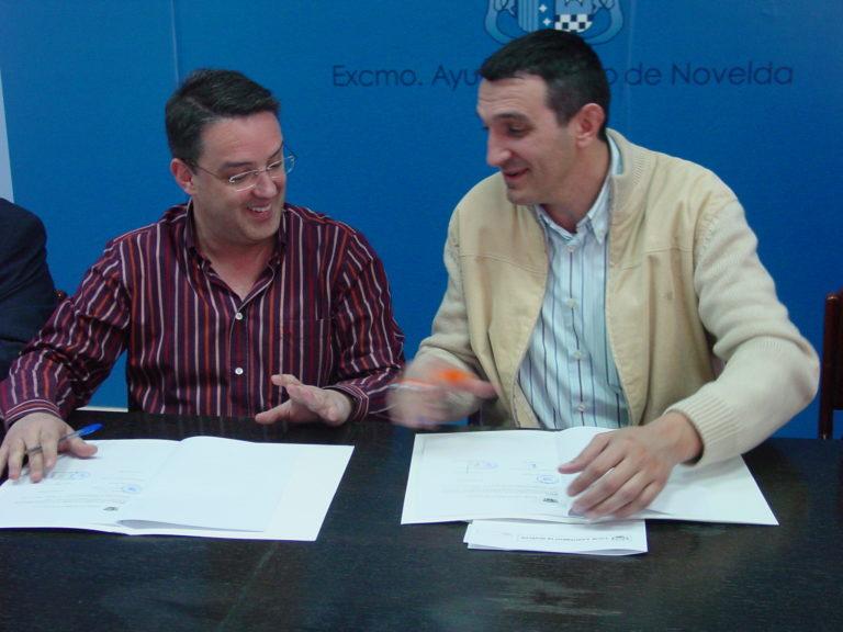 El Ayuntamiento firma un convenio con la Junta Central de Moros y Cristianos