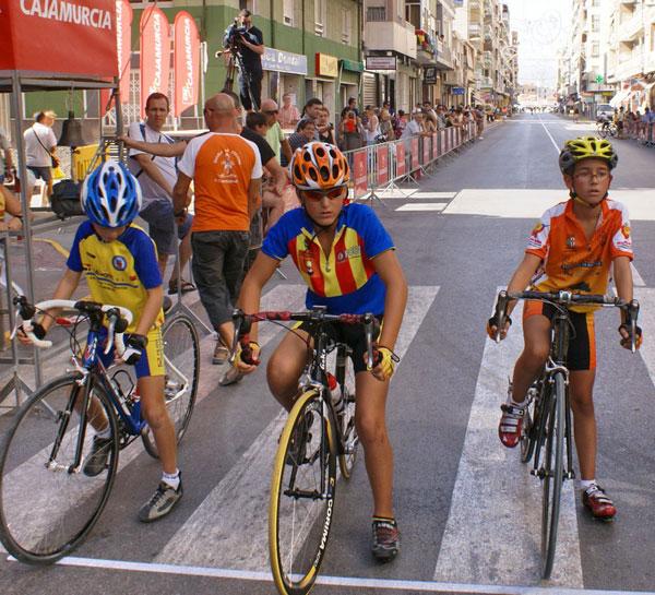 Escamez, Amores y Fenoll llevan el ciclismo noveldense a lo más alto en agosto