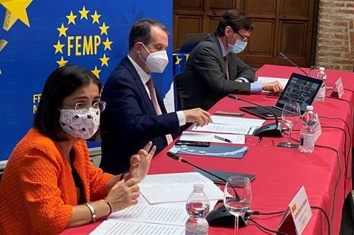 El Gobierno distribuirá a partir del próximo lunes un total de 15 millones de mascarillas a través de la FEMP y de entidades sociales