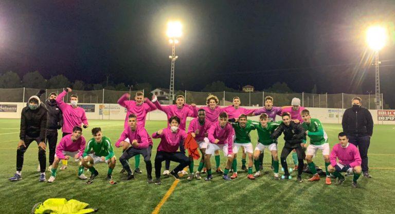 El Novelda CF celebra la victoria de su Juvenil A en Crevillente