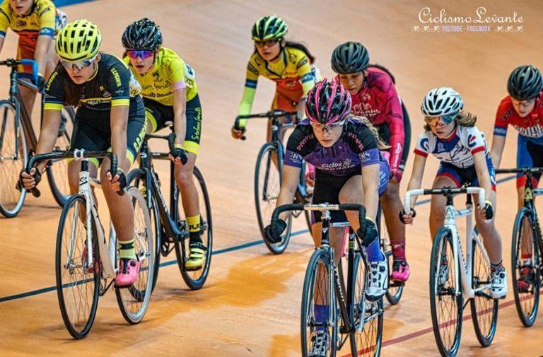 Leyre Toledo se estrena en el ciclismo en pista