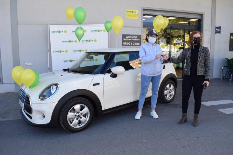 Hiperber entrega un coche a la ganadora del Gran Sorteo Alteza que ha recaído en Novelda