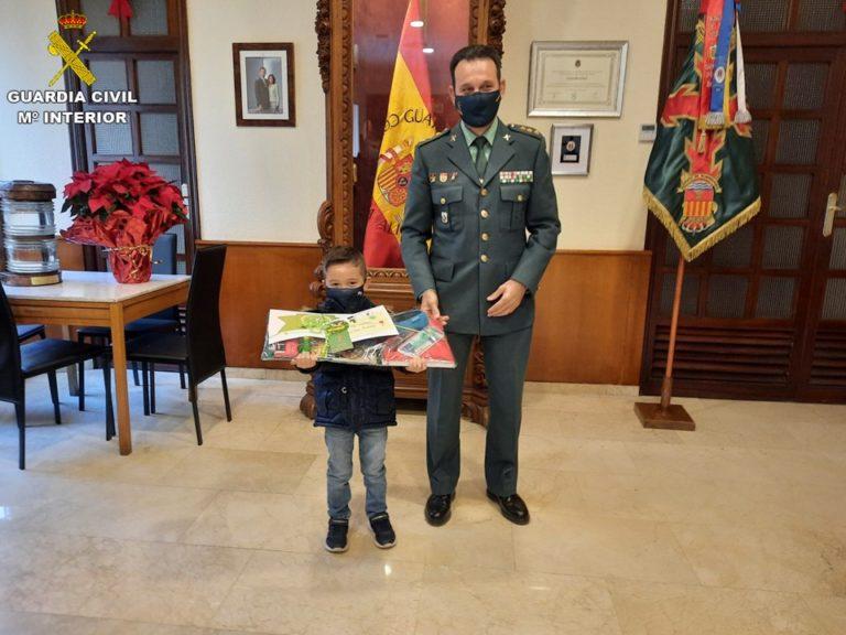 Álvaro, un niño de 6 años de Novelda, consigue el Tercer Premio de la VI edición del concurso anual de Postales Navideñas de la Guardia Civil