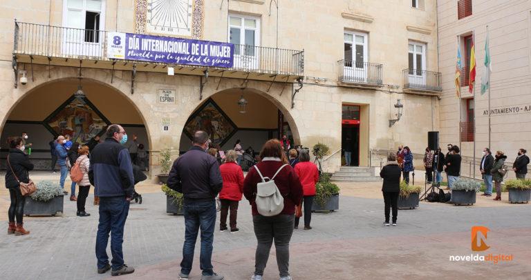 El Ayuntamiento realiza la lectura del manifiesto por el 8M