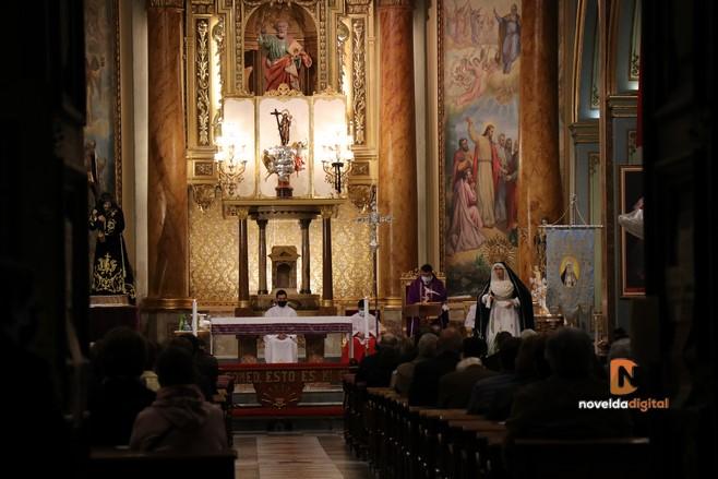 Los cofrades celebran un especial «Viernes de Dolores»