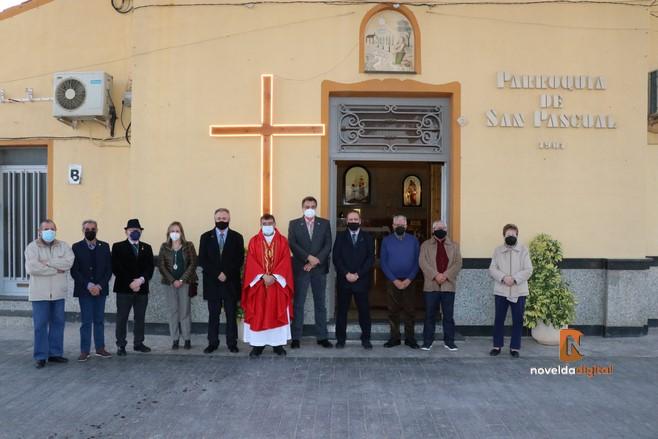 El encendido de la Cruz de la Pasión da inicio a la Semana Santa