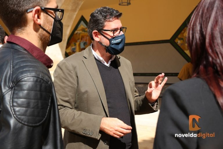 Visita de Javier Gutiérrez a Novelda