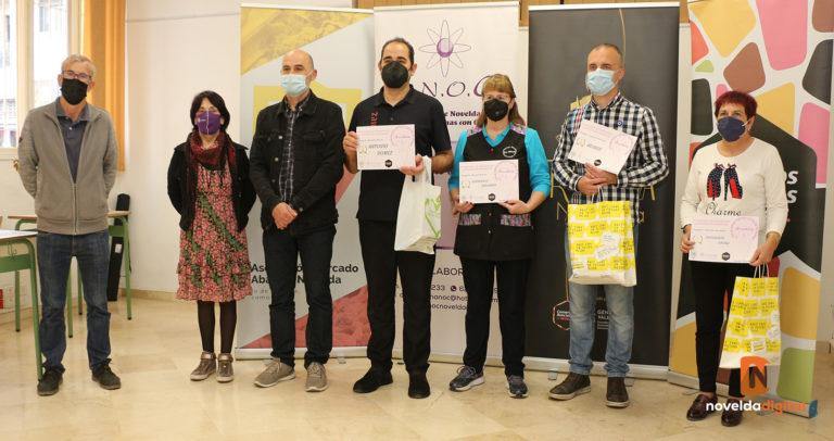"""Los ganadores del concurso de escaparates """"Yo me uno al rosa 2020"""" reciben sus premios"""