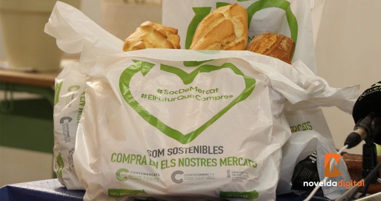 El Mercado de Abastos comienza a utilizar bolsas de material reciclado