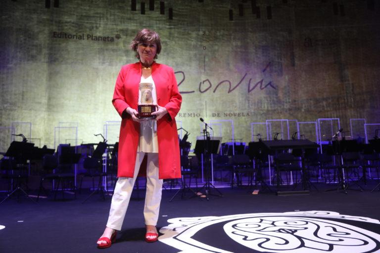 La escritora y periodista Nativel Preciado se alza con el Premio Azorín de Novela 2021 con su obra 'El Santuario de los Elefantes'