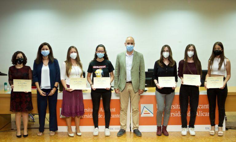 Los premiados en las XI y XII ediciones del Concurso de Microrrelatos Matemáticos y la XXI del Premio Jorge Juan de Matemáticas reciben sus galardones en la UA