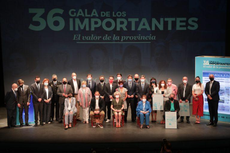 Pedro Rubira, presidente de Asaja Novelda, recoge un galardón en los «Premios Importantes» en representación de los agricultores solidarios
