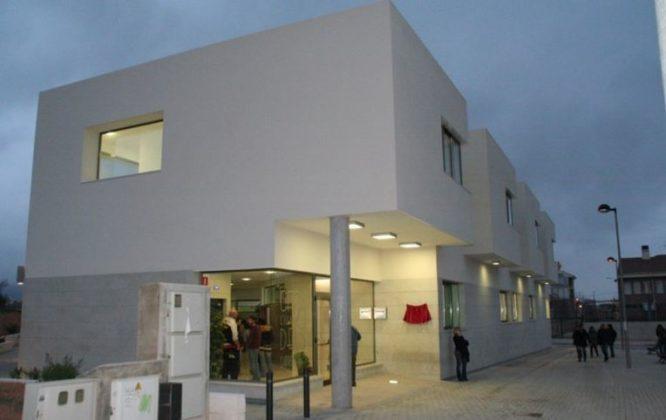 El centro de adultos l'Illa dels Garroferets publica su oferta formativa para el curso 2021-2022
