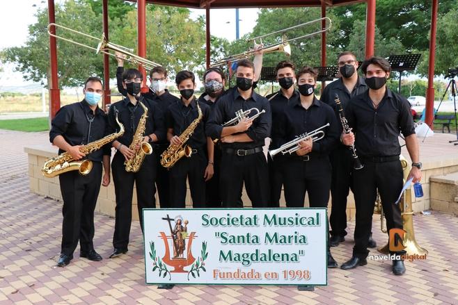 La Sociedad Musical Santa María Magdalena pone en pie a los espectadores