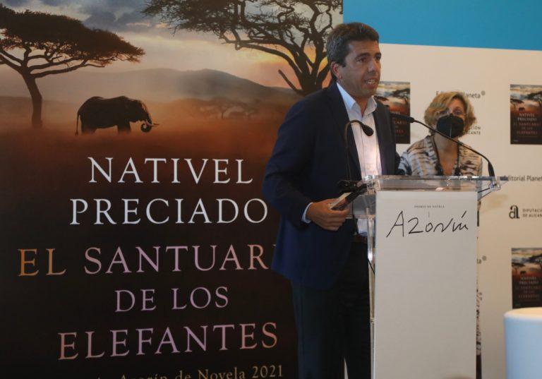 La escritora Nativel Preciado revela en el último Premio Azorín de Novela su pasión por África y los elefantes