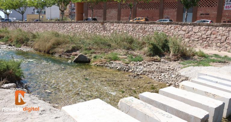 Medio Ambiente renueva uno de los pasos del río para viandantes