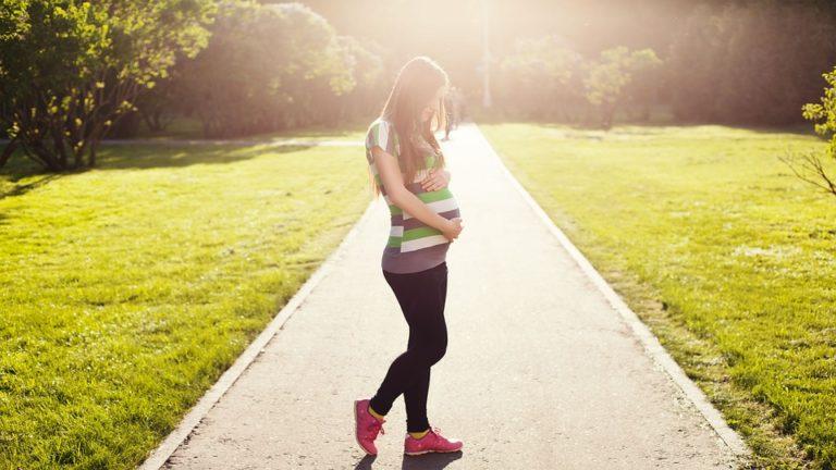 Sanidad recomienda y prioriza la vacunación contra la COVID-19 en mujeres lactantes y embarazadas
