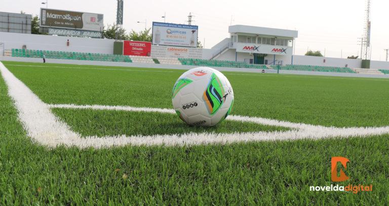 Finaliza el cambio del césped del campo de fútbol La Magdalena