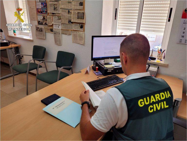 La Guardia Civil de Alicante detiene en Cullera (Valencia), por segundo año consecutivo, a un hombre que alquilaba viviendas de forma fraudulenta
