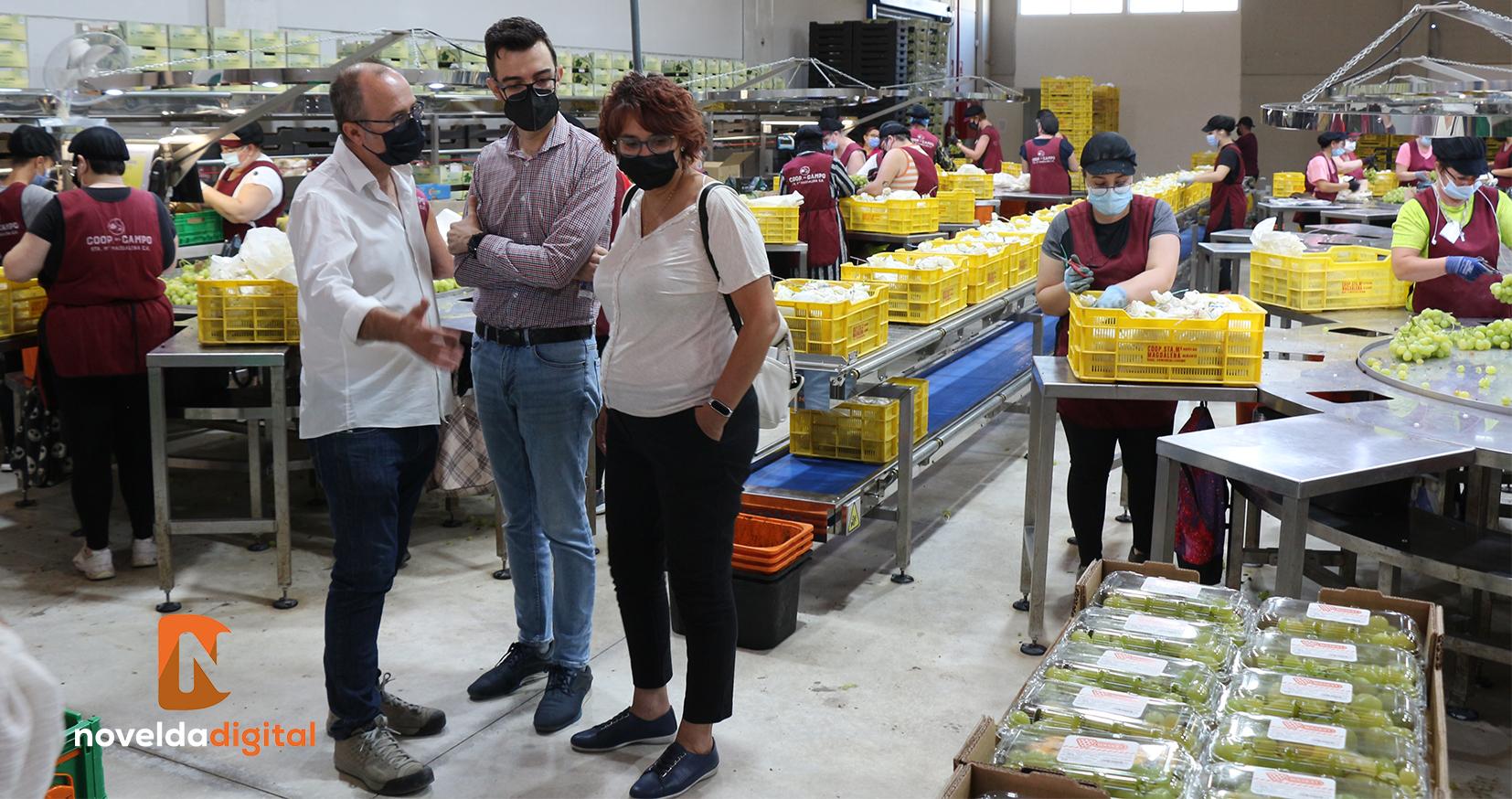 El alcalde visita las nuevas instalaciones de la Cooperativa del Campo Santa María Magdalena