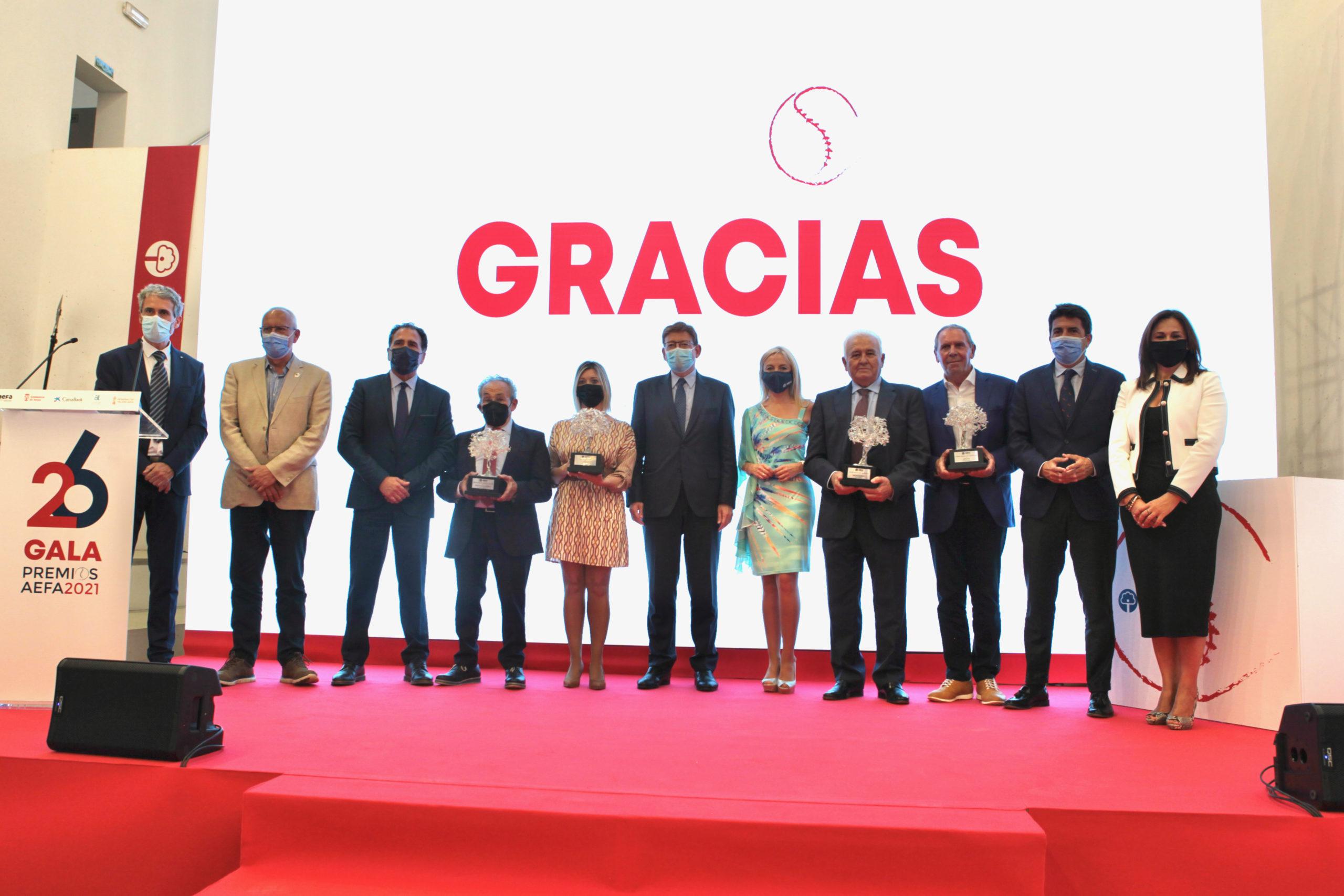 AEFA reconoce la trayectoria de Domti, Rolser y Grupo Marjal en la celebración de los 'XXVI Premios AEFA'. Ximo Puig entregó el premio Generalitat Valenciana